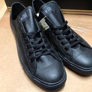 Black Leather Converse Low. Size 10.5 Mens